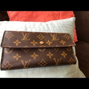 Great condition genuine LV wallet,  gently used